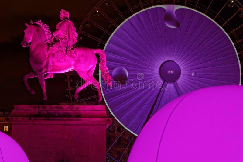 Ροζ στη θέση Bellecour κατά τη διάρκεια του φεστιβάλ των φω'των στοκ φωτογραφία