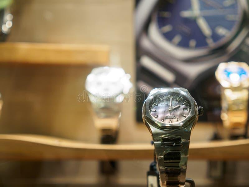 Ρολόγια του Girard Perregaux Laureato στο Σιάμ Paragon, Μπανγκόκ, Ταϊλάνδη στοκ εικόνες
