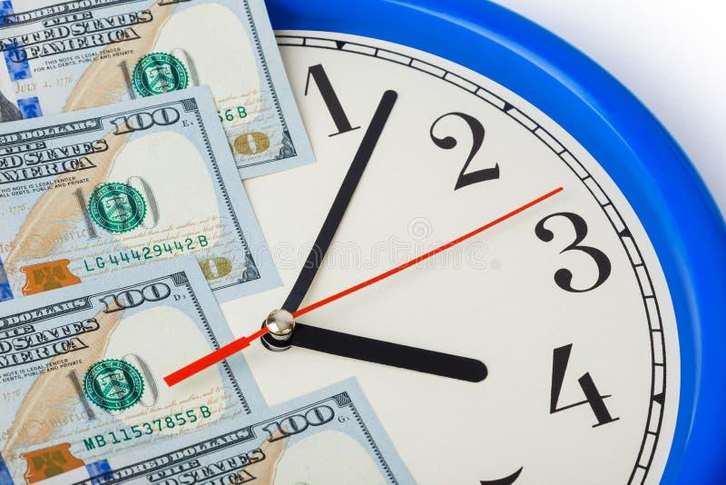 Ρολόι και χρήματα - επιχειρησιακή έννοια στοκ φωτογραφία