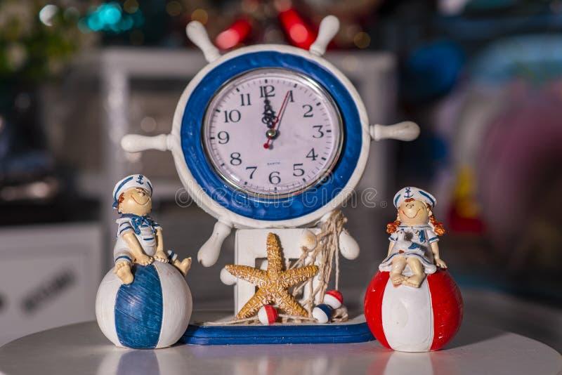 Ρολόι που χρησιμοποιείται για την εγχώρια διακόσμηση στοκ εικόνες