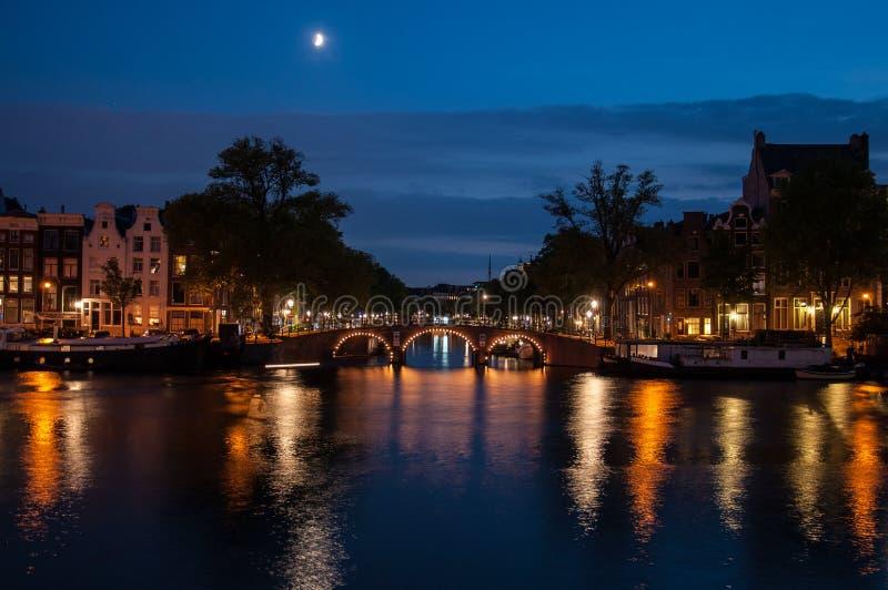 Ρομαντική άποψη βραδιού - Άμστερνταμ στοκ εικόνες