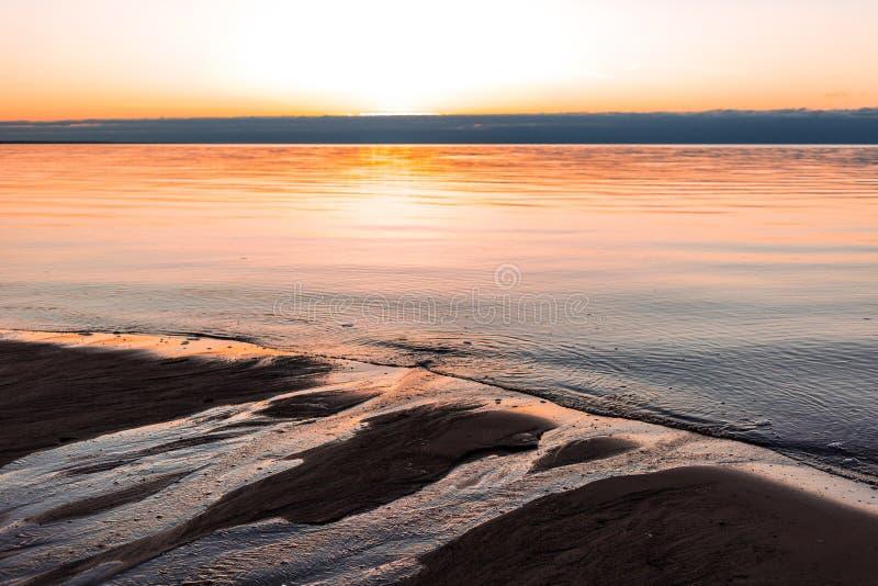 Ρομαντική άποψη ηλιοβασιλέματος πέρα από τη θάλασσα της Βαλτικής στοκ εικόνα με δικαίωμα ελεύθερης χρήσης