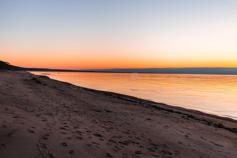 Ρομαντική άποψη ηλιοβασιλέματος πέρα από τη θάλασσα της Βαλτικής στοκ φωτογραφίες με δικαίωμα ελεύθερης χρήσης