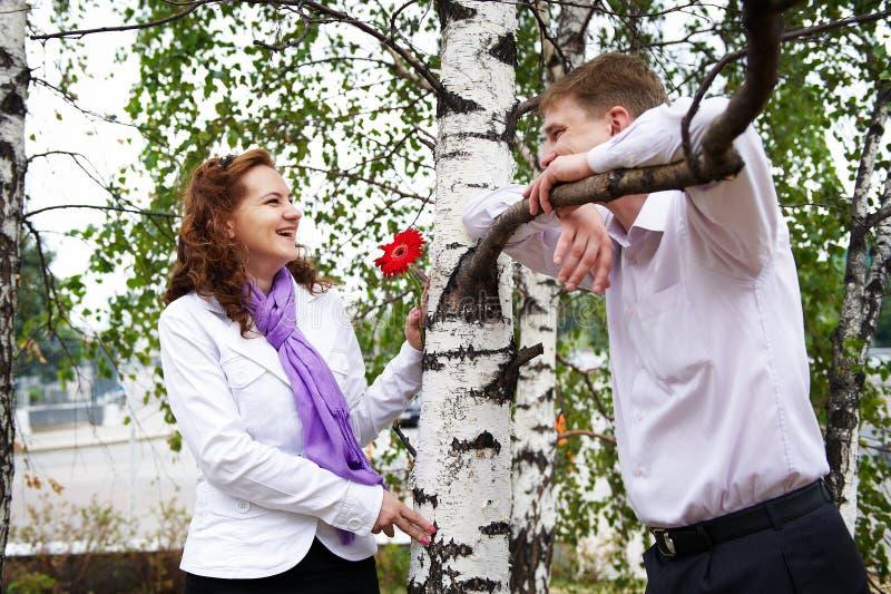 ρομαντική γυναίκα ανδρών ημ στοκ εικόνες