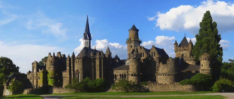 Ρομαντική καταστροφή του κάστρου ενός μεσαιωνικού ιππότη