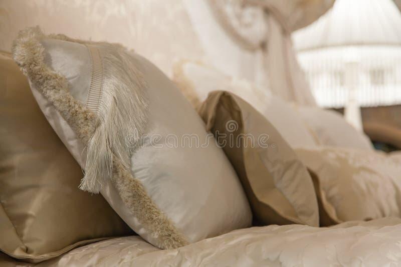 Ρομαντική κρεβατοκάμαρα στοκ εικόνες