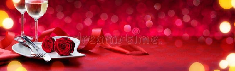 Ρομαντικό γεύμα για τους καλούς βαλεντίνους στοκ εικόνες