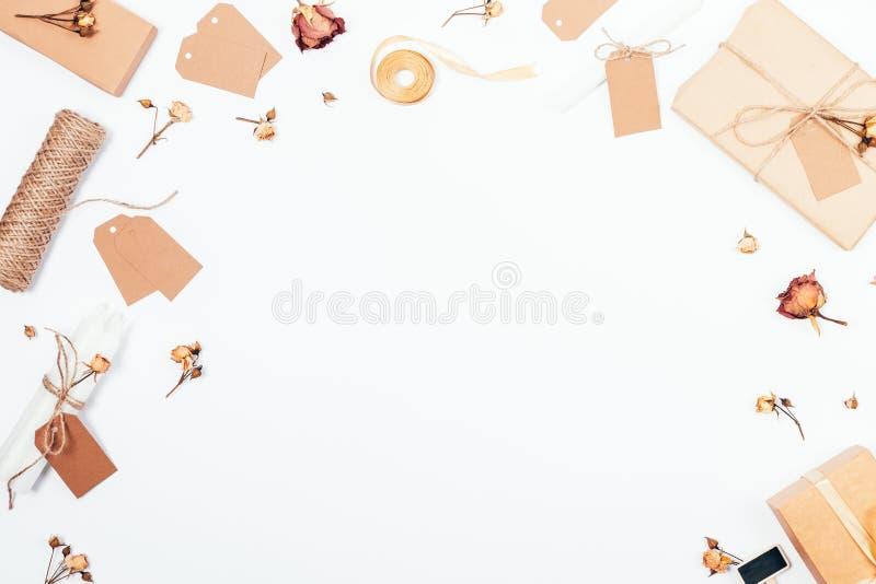 Ρομαντικό εκλεκτής ποιότητας πλαίσιο με τα κιβώτια δώρων απεικόνιση αποθεμάτων