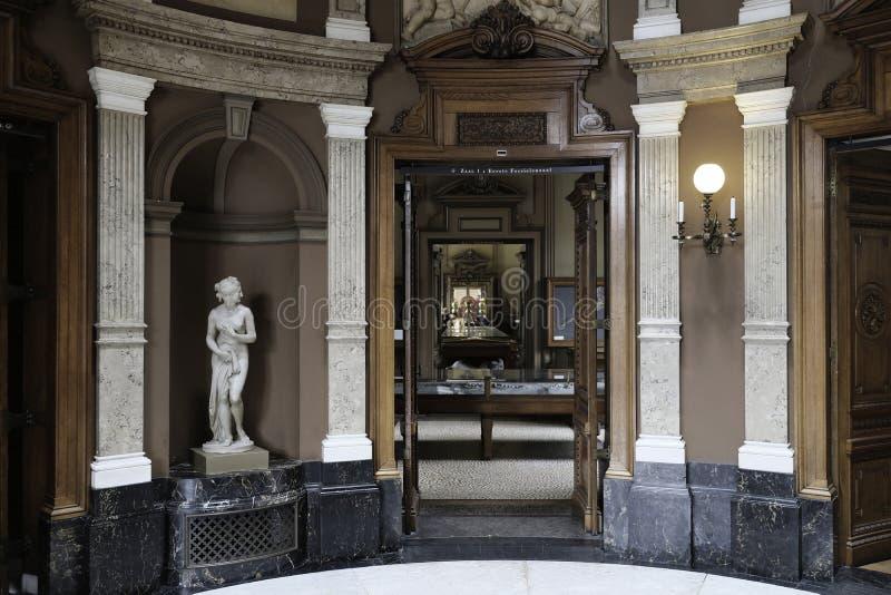 Ρομαντικό εσωτερικό ενός παλαιού κτηρίου στοκ εικόνες