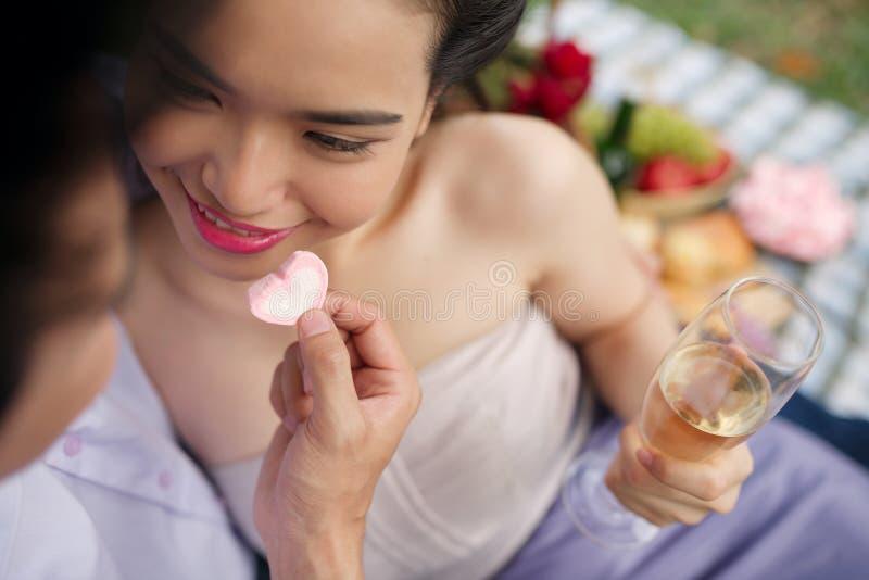 Ρομαντικό ζεύγος στοκ φωτογραφία με δικαίωμα ελεύθερης χρήσης