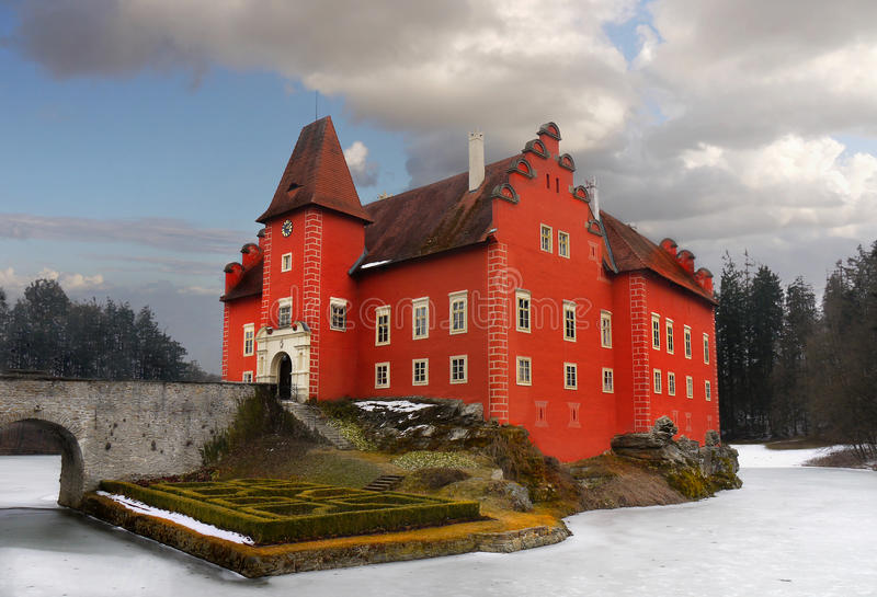 Ρομαντικό νησί ορόσημων παλατιών του Castle πύργων νερού στοκ εικόνες