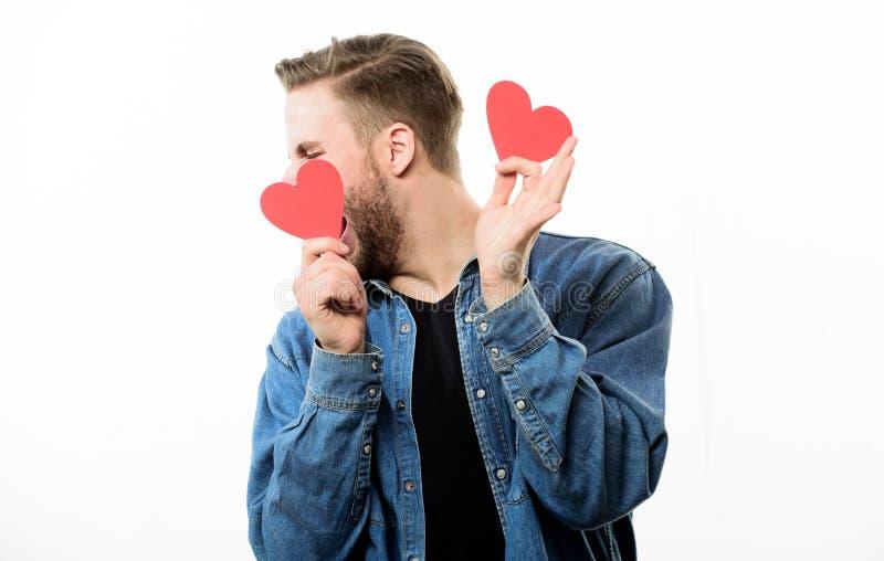 Ρομαντικό σύμβολο Ρομαντικός φαλλοκράτης Ο τύπος εκαλλώπισε καλά το άσπρο υπόβαθρο καρδιών λαβής Το άτομο με τη γενειάδα γιορτάζε στοκ φωτογραφίες με δικαίωμα ελεύθερης χρήσης