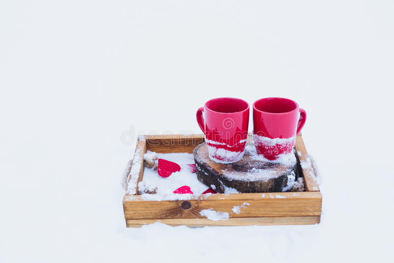 Ρομαντικό χειμερινό πικ-νίκ, ημέρα βαλεντίνων ` s στοκ φωτογραφία με δικαίωμα ελεύθερης χρήσης