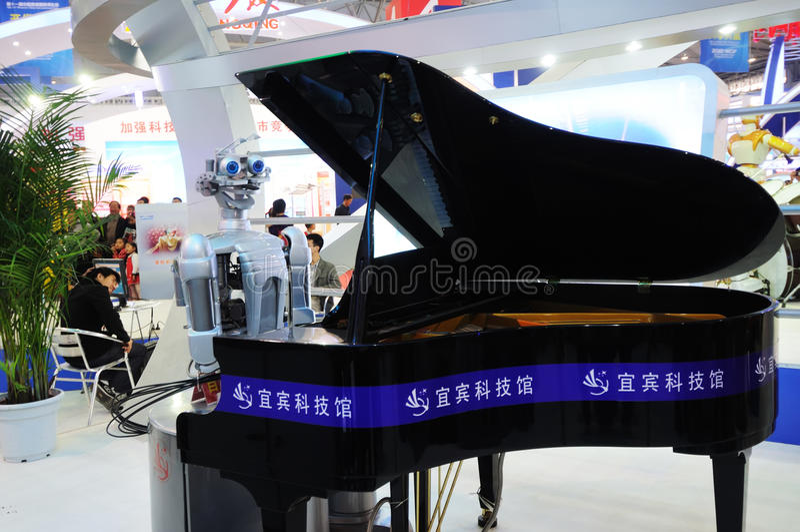 ρομπότ παιχνιδιού πιάνων στοκ εικόνα