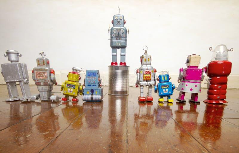 Ρομπότ talkes στο πλήθος στοκ φωτογραφίες