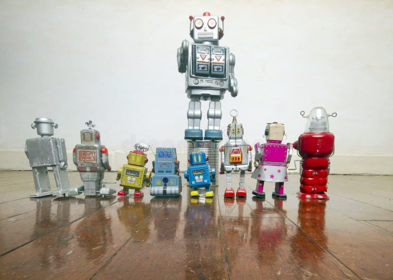 Ρομπότ talkes στο πλήθος στοκ εικόνες