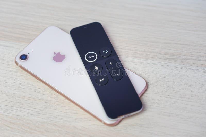 ΡΟΣΤΌΦ--ΦΟΡΕΣΤΕ, ΡΩΣΙΑ - 20 ΔΕΚΕΜΒΡΊΟΥ 2018: Νέα μέσα TV της Apple που ρέουν το φορέα microconsole από τη φουτουριστική αφή υπολο στοκ εικόνες