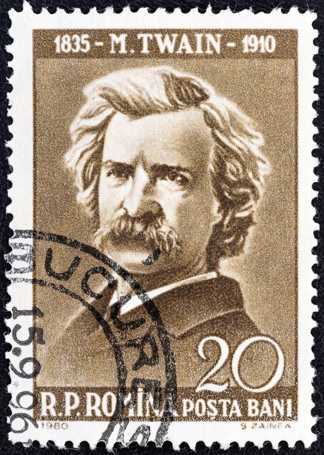 ΡΟΥΜΑΝΙΑ - CIRCA 1960: Ένα γραμματόσημο που τυπώνεται στη Ρουμανία παρουσιάζει συγγραφέα Mark Twain, 50η επέτειος θανάτου, circa  στοκ εικόνες