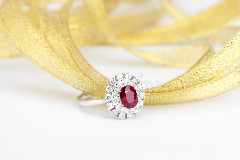 ρουμπίνι δαχτυλιδιών διαμαντιών στοκ εικόνες