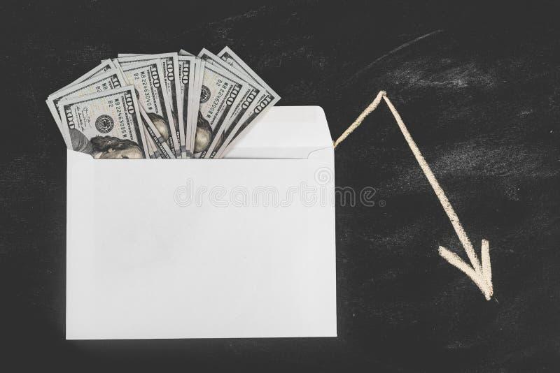 Ρούβλια και δολάρια Χρήματα στο φάκελο τρισδιάστατο έννοιας δολαρίων ποσοστό ανάπτυξης ανταλλαγής μειωμένο Τιμές ανόδου και πτώση στοκ φωτογραφία με δικαίωμα ελεύθερης χρήσης