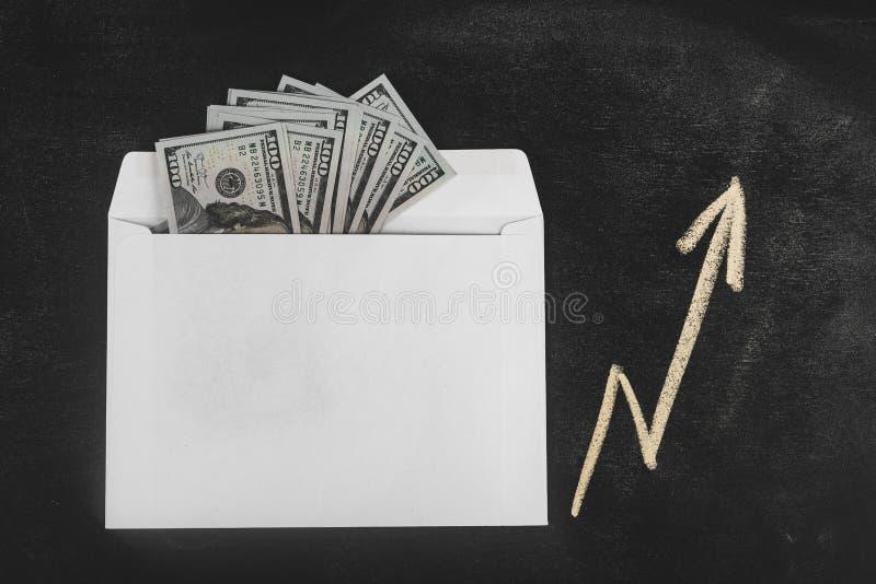 Ρούβλια και δολάρια Χρήματα στο φάκελο τρισδιάστατο έννοιας δολαρίων ποσοστό ανάπτυξης ανταλλαγής μειωμένο Τιμές ανόδου και πτώση στοκ εικόνες