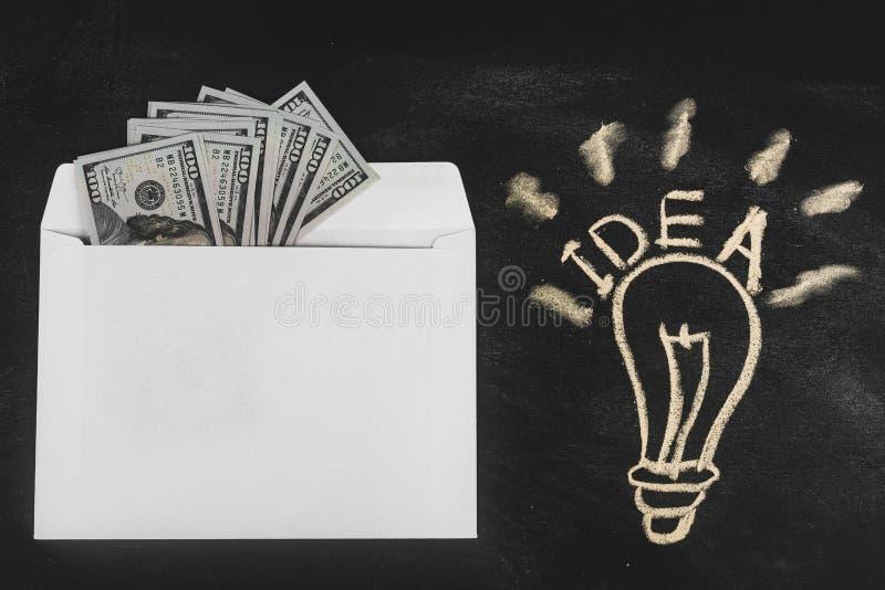 Ρούβλια και δολάρια Χρήματα στο φάκελο τρισδιάστατο έννοιας δολαρίων ποσοστό ανάπτυξης ανταλλαγής μειωμένο Τιμές ανόδου και πτώση στοκ εικόνα