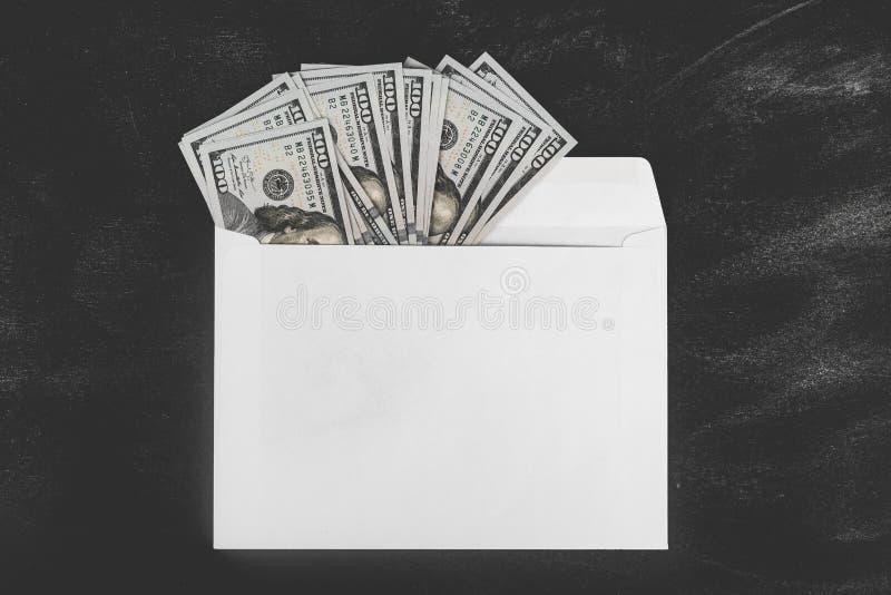 Ρούβλια και δολάρια Χρήματα στο φάκελο τρισδιάστατο έννοιας δολαρίων ποσοστό ανάπτυξης ανταλλαγής μειωμένο Τιμές ανόδου και πτώση στοκ φωτογραφία