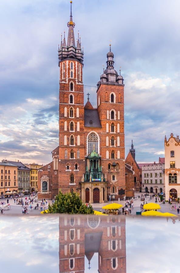 Ρολόι ημέρας 2016 εκκλησία-παγκόσμιας Κρακοβία-Πολωνία-Mariacki νεολαίας στοκ φωτογραφίες με δικαίωμα ελεύθερης χρήσης
