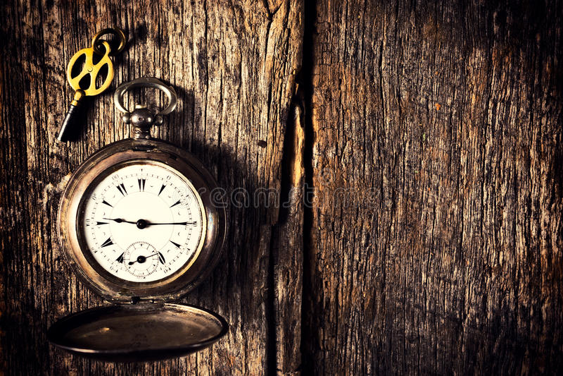 Ρολόι και κλειδί τσεπών στοκ φωτογραφία με δικαίωμα ελεύθερης χρήσης