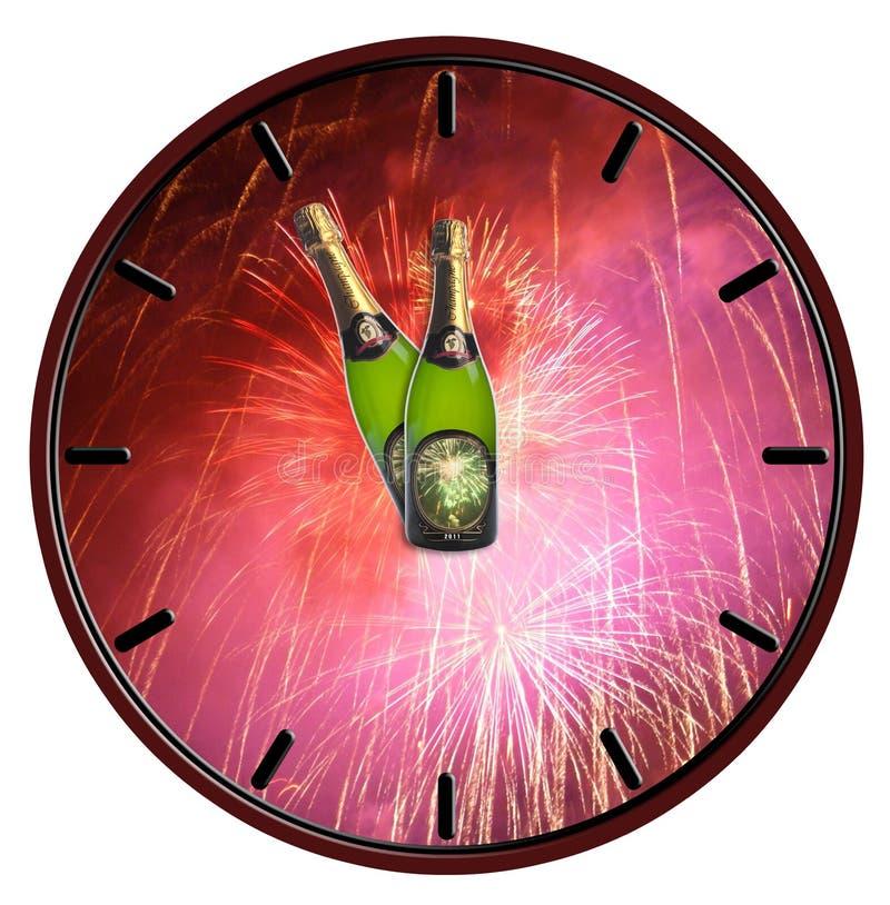 Ρολόι με το μπουκάλι της σαμπάνιας που περιμένει τα μεσάνυχτα στοκ εικόνες
