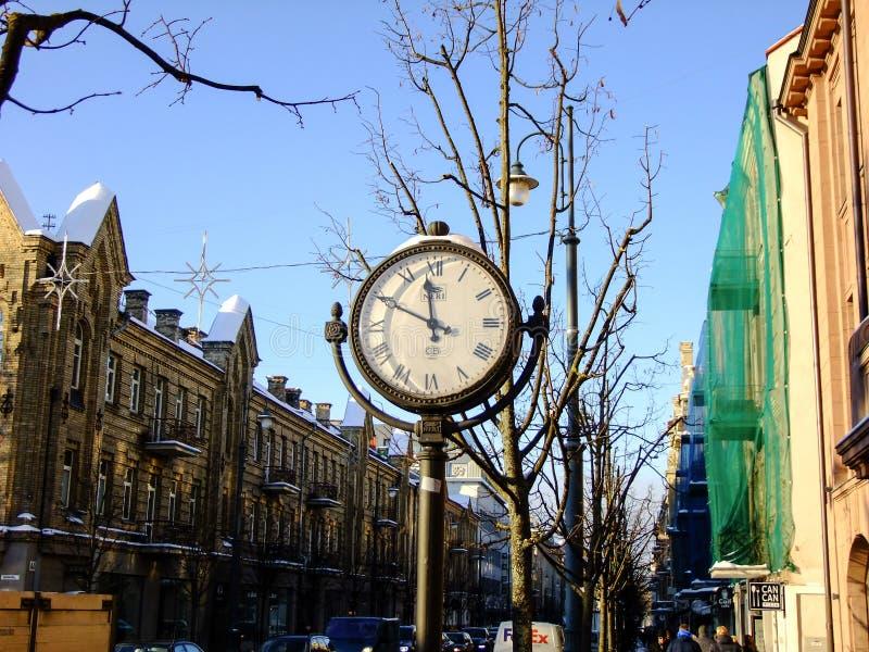 Ρολόι που σημειώνει στο κέντρο πόλεων Vilnius στοκ φωτογραφία με δικαίωμα ελεύθερης χρήσης