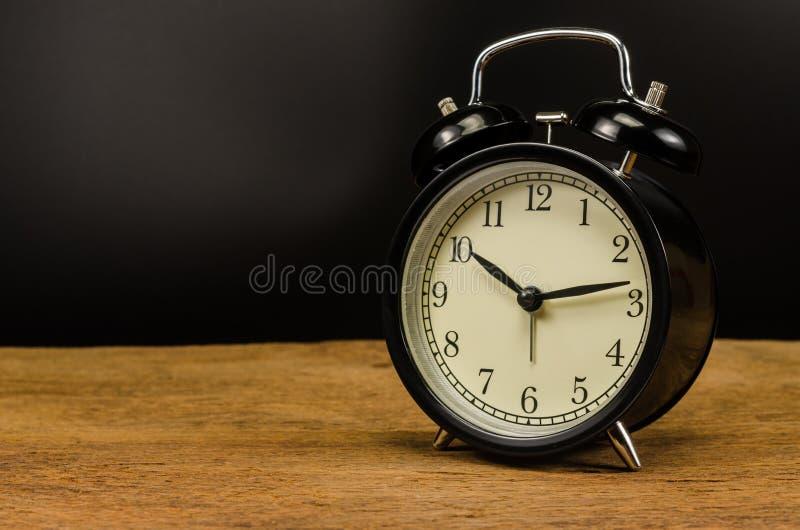 ρολόι συναγερμών αναδρομικό στοκ εικόνα