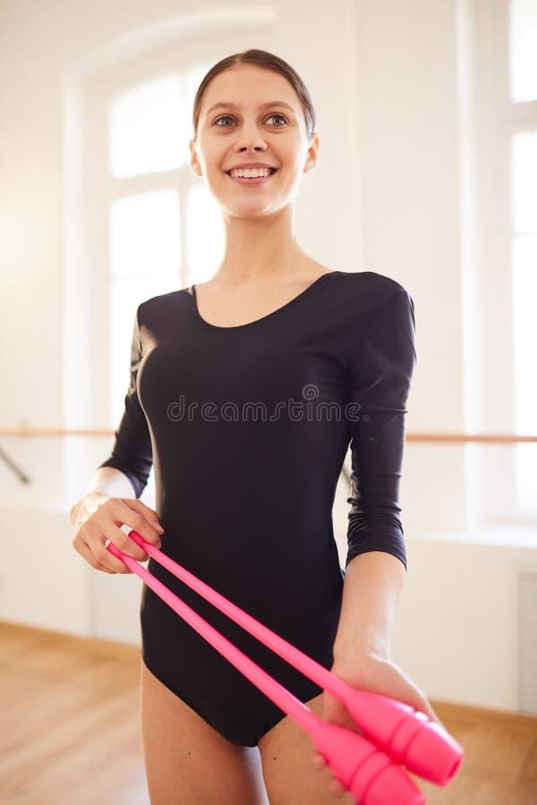 Ρυθμικός gymnast με τις λέσχες στοκ εικόνες με δικαίωμα ελεύθερης χρήσης