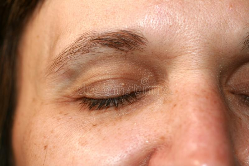 Ρυτίδες γύρω από το μάτι Ρυτίδες στο δέρμα προσώπου γυναικών στοκ φωτογραφίες