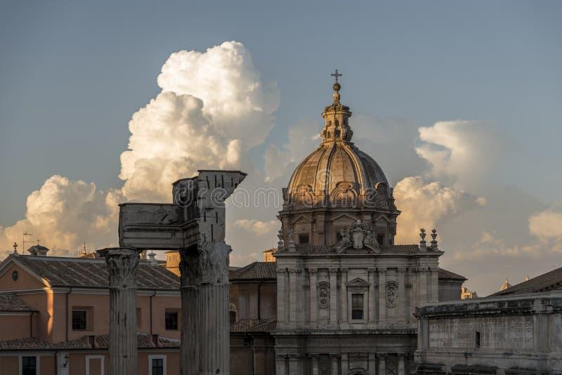 Ρωμαϊκές κτήρια και καταστροφές, στη Ρώμη στοκ εικόνα