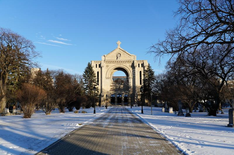 Ρωμαϊκή εκκλησία καθεδρικών ναών Αγίου Boniface το καλοκαίρι Winnipeg Manitoba Καναδάς στοκ εικόνες με δικαίωμα ελεύθερης χρήσης