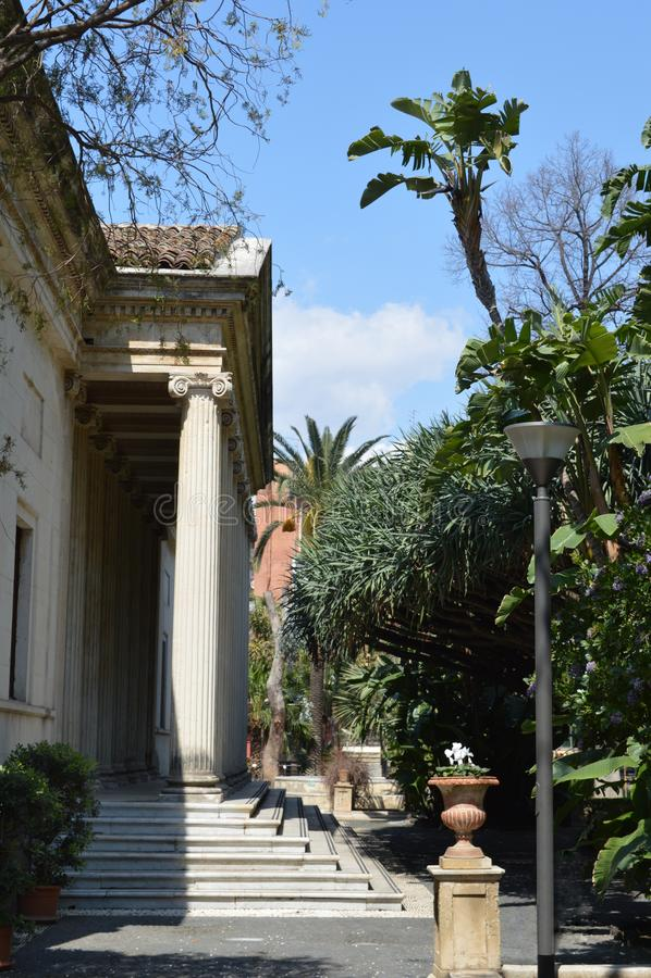 Ρωμαϊκή σκεπαστή είσοδος πρόσοψης πετρών στην Κατάνια στοκ εικόνα με δικαίωμα ελεύθερης χρήσης