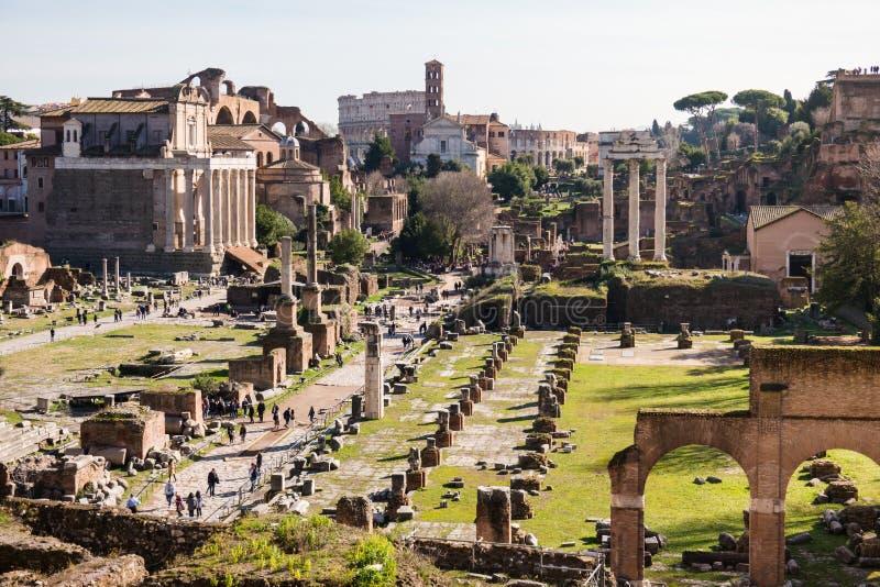 ΡΩΜΗ, Ιταλία: Φυσική άποψη του αρχαίου ρωμαϊκού φόρουμ, Romano Foro, περιοχή της ΟΥΝΕΣΚΟ στοκ εικόνα