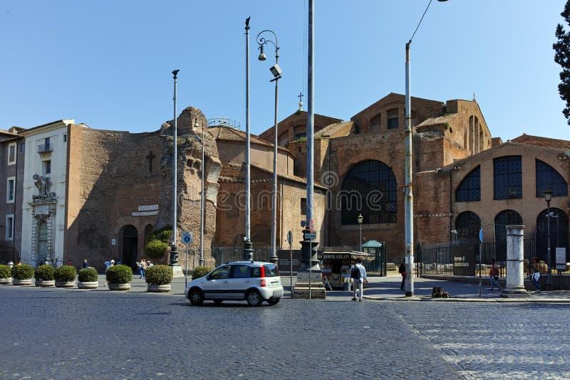 ΡΩΜΗ, ΙΤΑΛΙΑ - 22 ΙΟΥΝΊΟΥ 2017: Μετωπική άποψη του dei Martiri Angeli ε degli της Σάντα Μαρία στη Ρώμη στοκ εικόνα με δικαίωμα ελεύθερης χρήσης