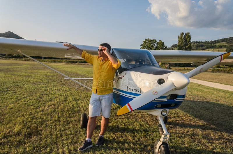 ΡΩΜΗ, ΙΤΑΛΙΑ - ΤΟΝ ΑΎΓΟΥΣΤΟ ΤΟΥ 2018: Νέος πειραματικός κοντινός η ελαφριά ηχώ Tecnam p92-s αεροσκαφών του στοκ εικόνα με δικαίωμα ελεύθερης χρήσης