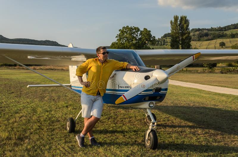 ΡΩΜΗ, ΙΤΑΛΙΑ - ΤΟΝ ΑΎΓΟΥΣΤΟ ΤΟΥ 2018: Νέος πειραματικός κοντινός η ηχώ Tecnam p92-s αεροπλάνων του στοκ εικόνες