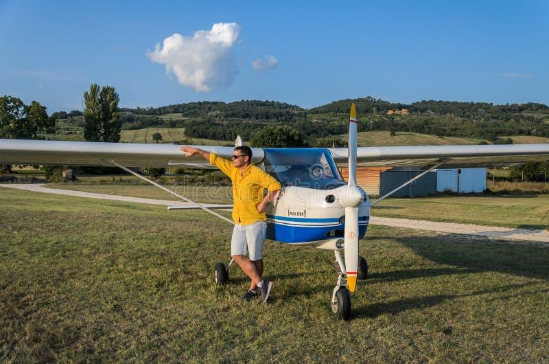 ΡΩΜΗ, ΙΤΑΛΙΑ - ΤΟΝ ΑΎΓΟΥΣΤΟ ΤΟΥ 2018: Νέος πειραματικός κοντινός η ηχώ Tecnam p92-s αεροπλάνων του στοκ φωτογραφία με δικαίωμα ελεύθερης χρήσης