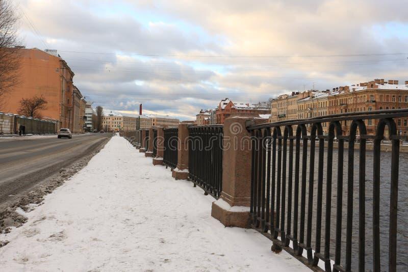 Ρωσία, Αγία Πετρούπολη, ανάχωμα του ποταμού Fontanka στοκ εικόνες