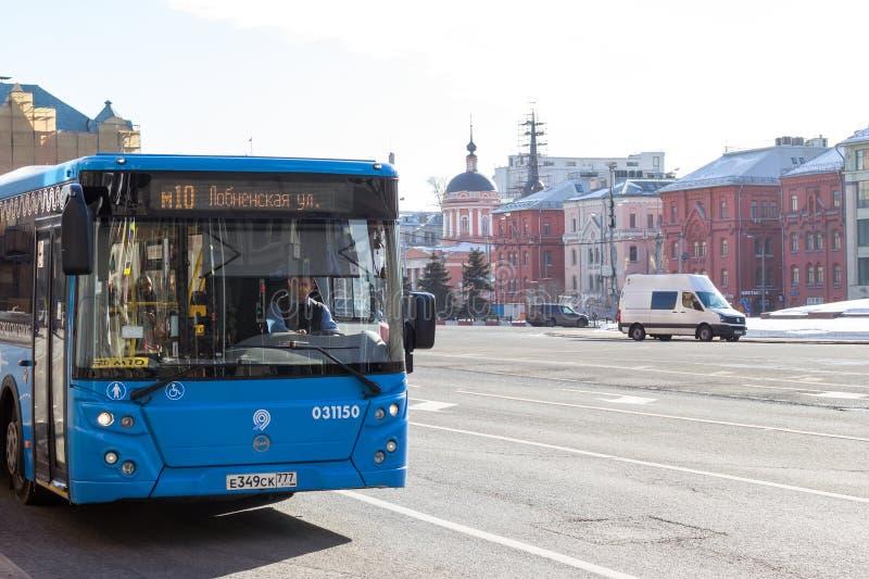 Ρωσία, Μόσχα: Λεωφορείο πόλεων στην πλατεία Lubyanka στοκ φωτογραφίες