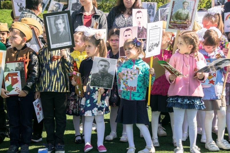 Ρωσία Μόσχα, 07 Μαΐου, 18: Ειδικό δημόσιο αθάνατο σύνταγμα `, στρατιωτική κρατική προπαγάνδα δράσης ` παιδικών σταθμών για τα ρωσ στοκ φωτογραφία με δικαίωμα ελεύθερης χρήσης