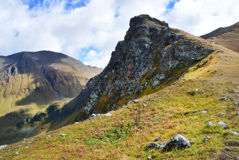 Ρωσία, Arkhyz Βουνά το Σεπτέμβριο στη νεφελώδη ημέρα στοκ φωτογραφία με δικαίωμα ελεύθερης χρήσης