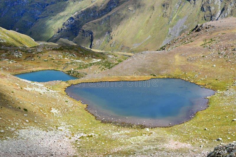 Ρωσία, Arkhyz Λίμνες Atsgarskiye, Zagedanskoye Pyatiozerye στον ηλιόλουστο καιρό στοκ εικόνες