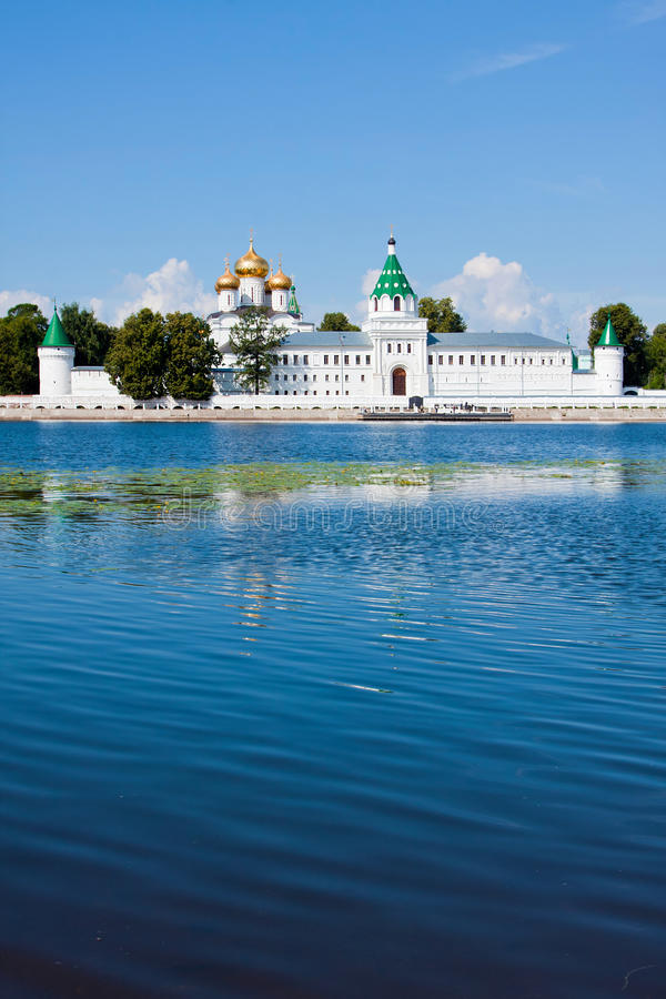 Download Ρωσία, Kostroma πόλη, μοναστήρι Ipatievsky Στοκ Εικόνες - εικόνα από θόλος, καλοκαίρι: 22780084