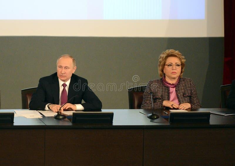 Ρωσικός Πρόεδρος Vladimir Putin και ο Πρόεδρος του Συμβουλίου της ομοσπονδίας της ομοσπονδιακής συνέλευσης της Ρωσικής Ομοσπονδία στοκ εικόνα με δικαίωμα ελεύθερης χρήσης
