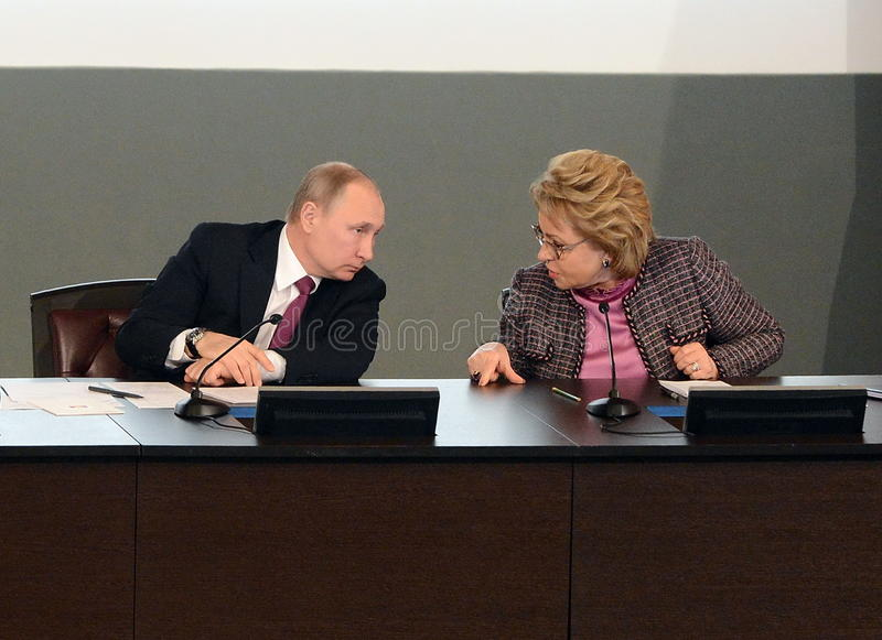 Ρωσικός Πρόεδρος Vladimir Putin και ο Πρόεδρος του Συμβουλίου της ομοσπονδίας της ομοσπονδιακής συνέλευσης της Ρωσικής Ομοσπονδία στοκ εικόνα